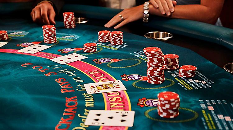 How to count cards in Blackjack-casino table-card-game-players-and-chips