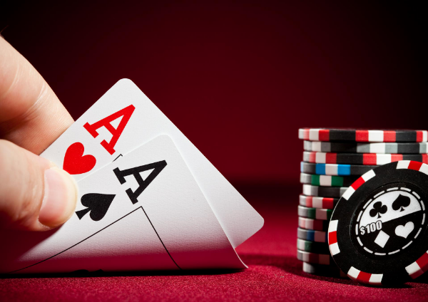 How to play online poker_cards and chips